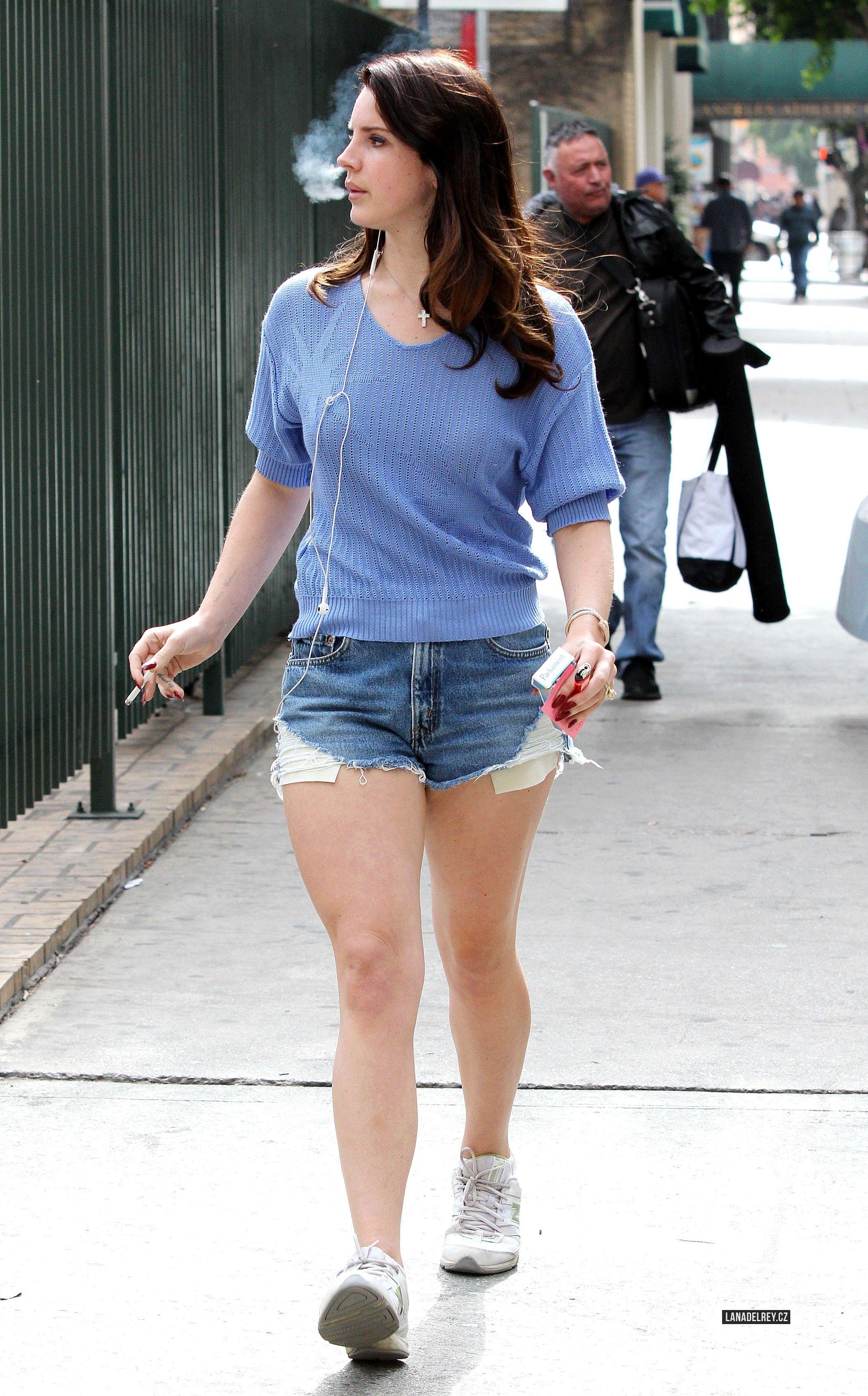 Lana in Los Angeles (Feb. 26, 2014)