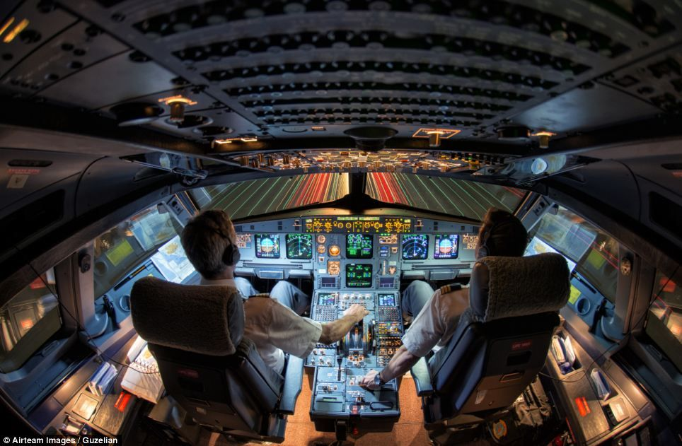 Stunning Images By Aviation Photographers Reveal Life In The Skies Aviation Aviation Image Flight Deck