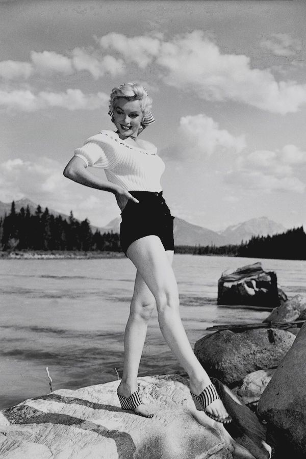 Marilyn Monroe Photographed On The Set Of River Of No Return In