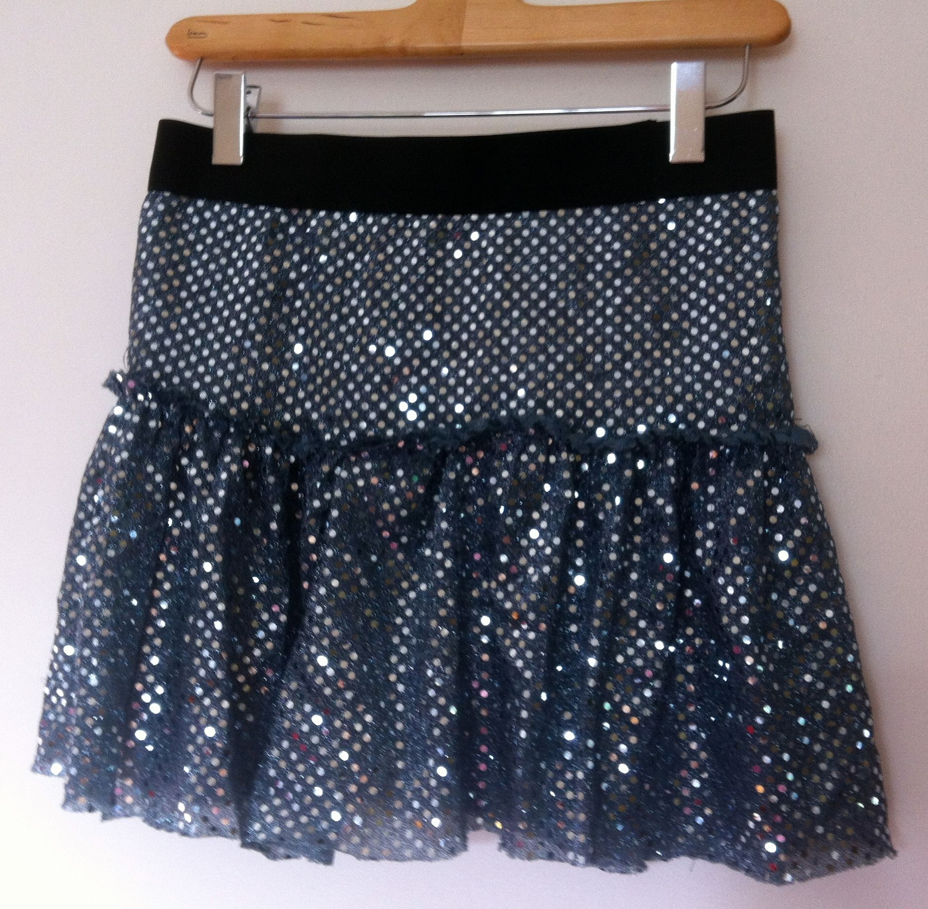 DIY sparkle skirt pattern.....definitely wishing I knew how to sew.