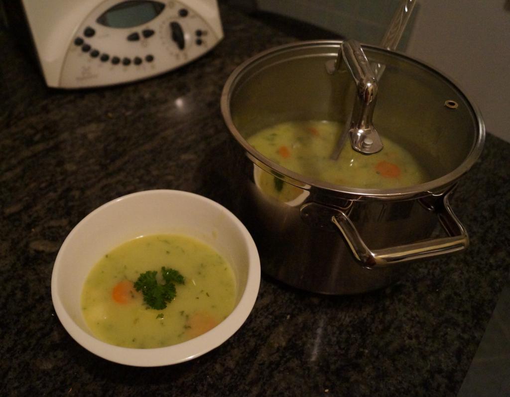Leckere vegane Kartoffelsuppe, ganz ohne Zusatz von Sahne.