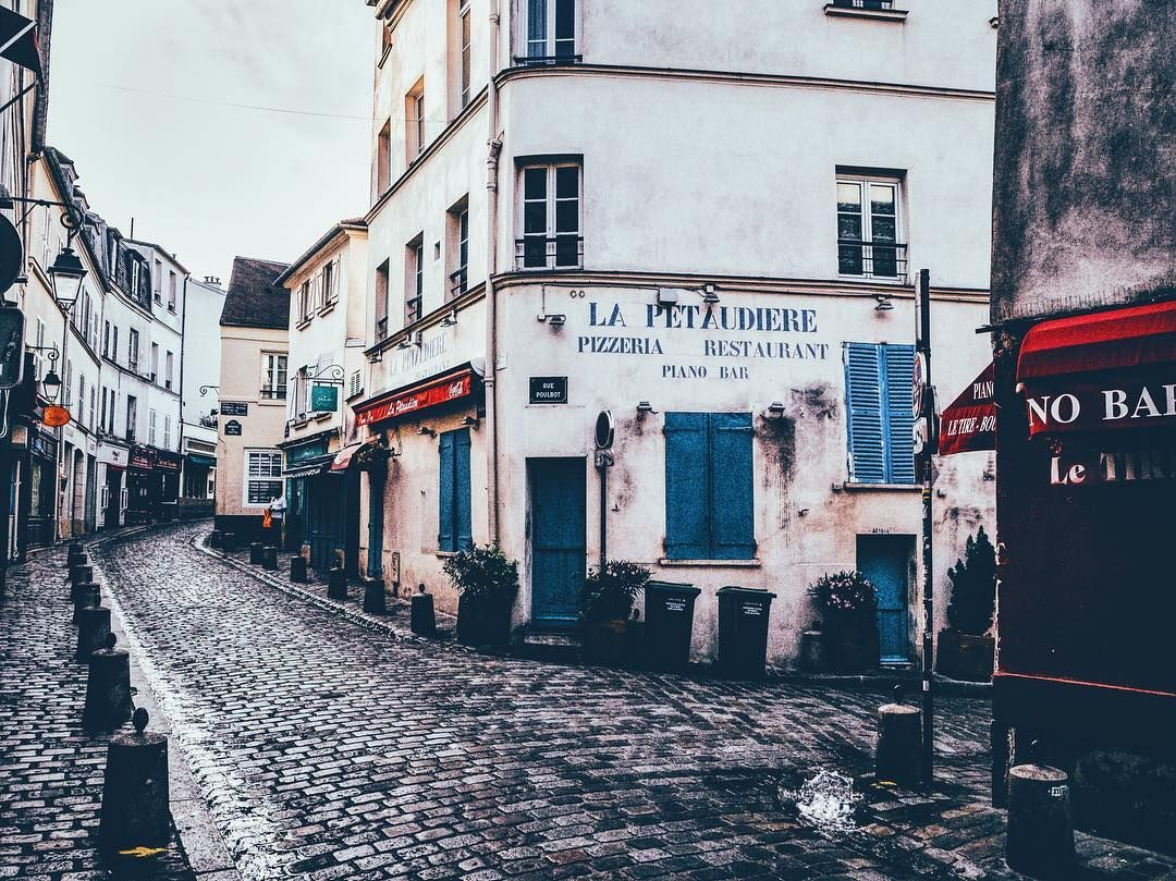The empty streets of Monmartre on an early morning. The good thing about going on photo hunt early is that no one is standing in your way // #parisjetaime #visitparis