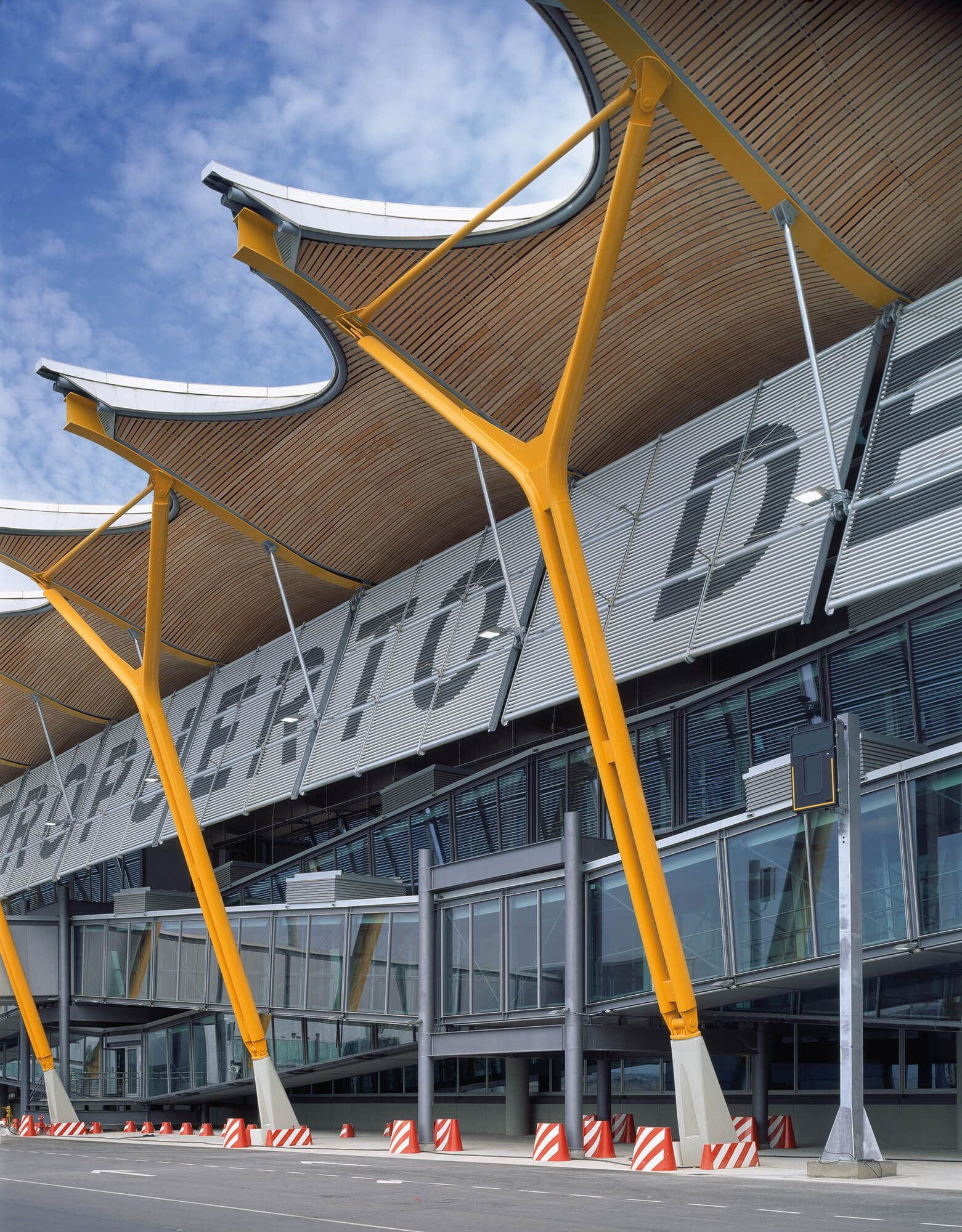 T4 Madrid Barajas Airport Projects Rogers Stirk Harbour Partners Airport Design Roof Architecture Concept Architecture