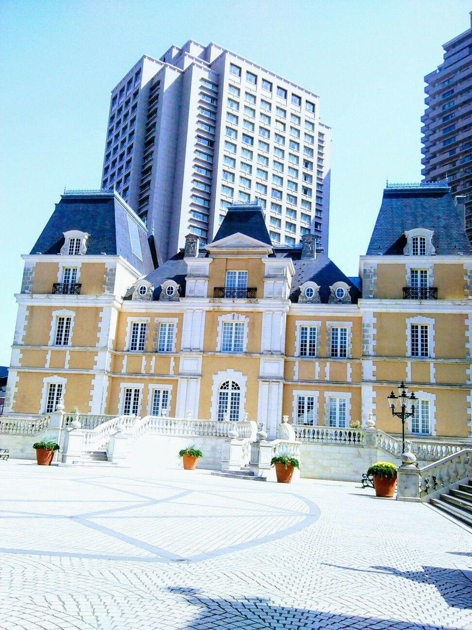 建物が外国風 シックでオシャレタウン 青空と建物がマッチ デートスポット 優雅に過ごしたい デートスポット 風景 近い