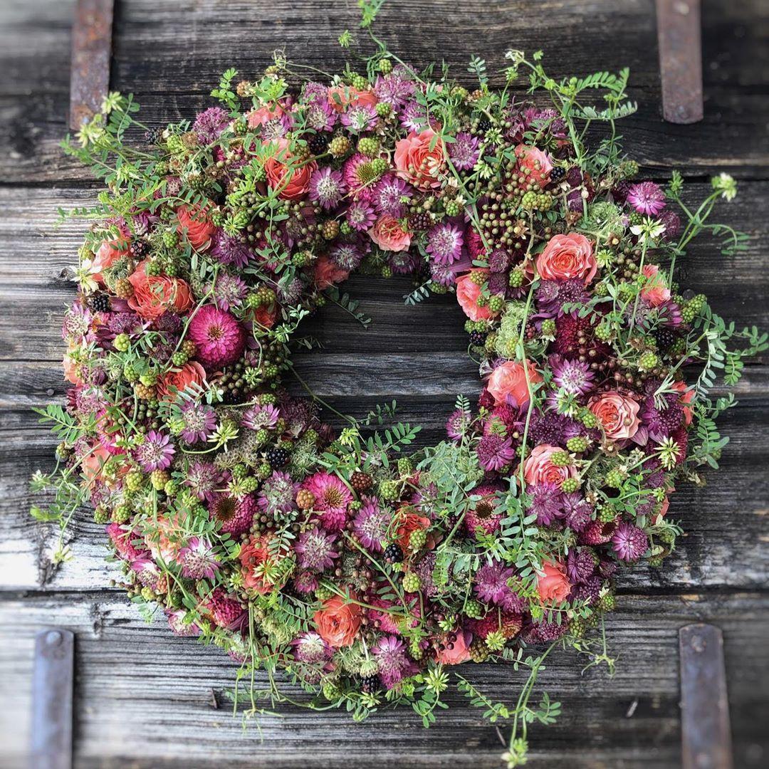 Pin Von Christine Zuget Auf Trauerkranze Wildblumenstrausse Trauerkranz Blumen