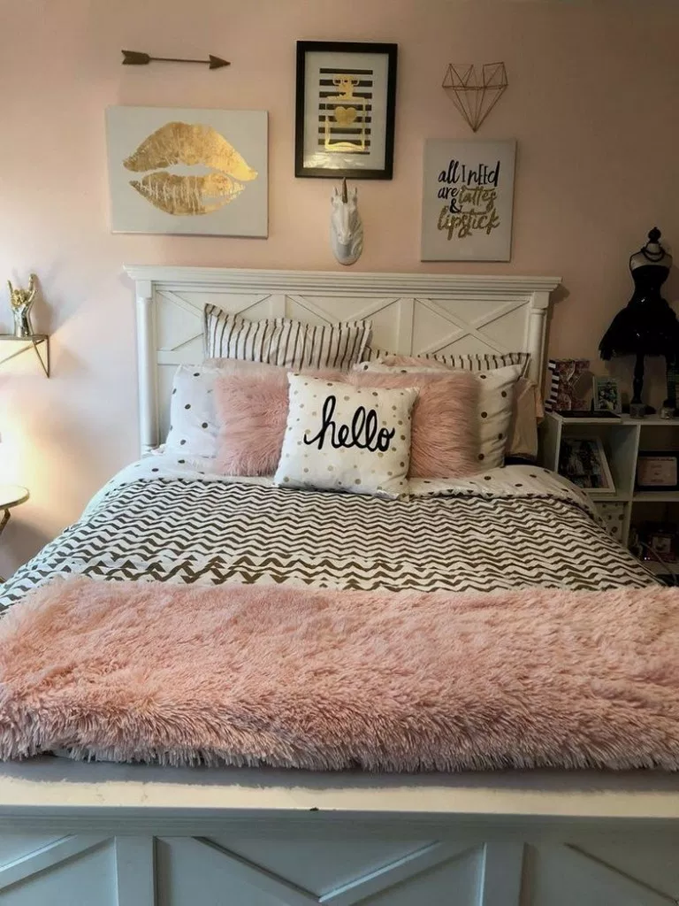 32 Most Admirable Farmstyle Bedroom Ideas For Unique Decor Masterbedroomdesign Masterbedroomdecor Master Teenage Room Decor Pink Bedroom Decor Gold Bedroom