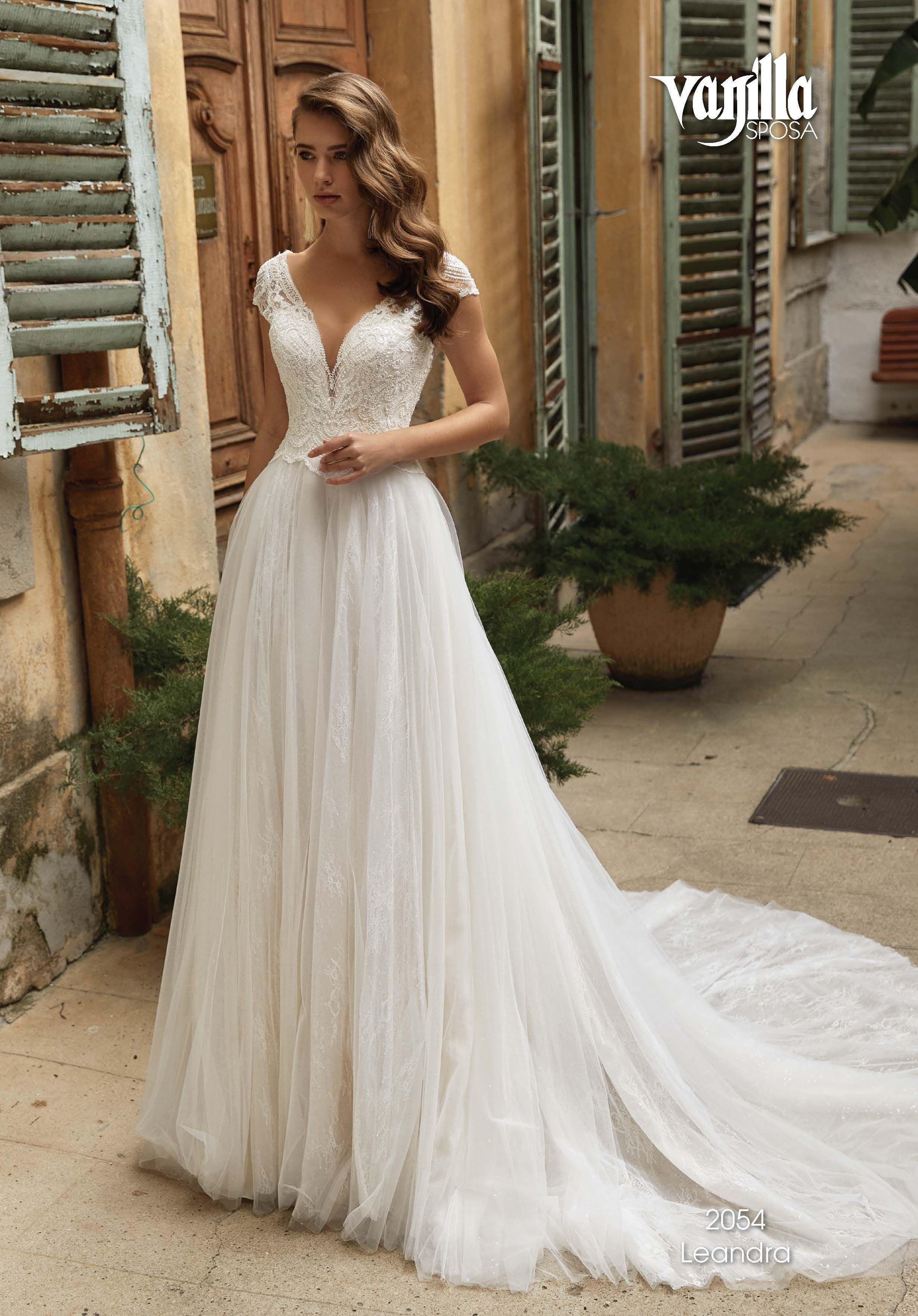 Pin von sarah auf DREAM WEDDING in 12  Brautmode, Kleid