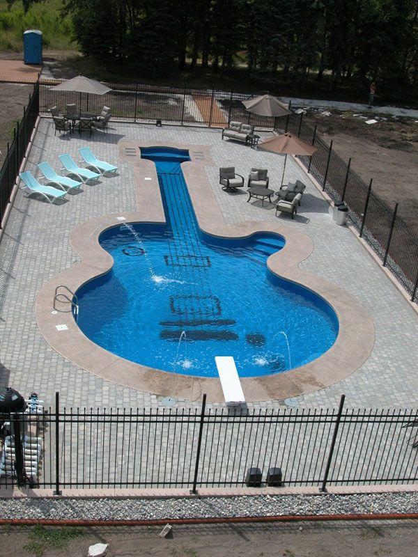 A 62 Foot Long Swimming Pool Shaped Like A Les Paul Custom Guitar Instrumentos Musicales