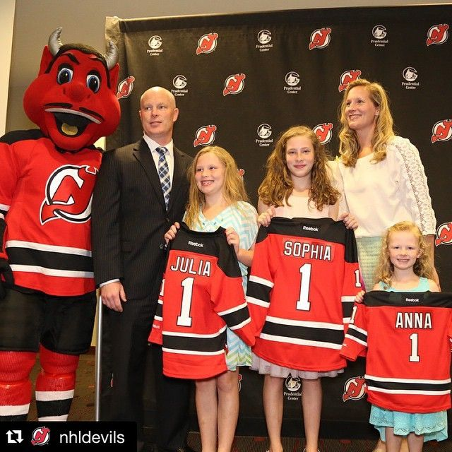Congrats to John Hynes ('97) on becoming the fourth @terrierhockey alum to be named an @nhl head coach! @bostonu is now just one of two schools alongside Minnesota to have an alum currently coaching in both the NHL and NBA. #ProudToBU #Repost @nhldevils ・・・ New #NJDevils Head Coach John Hynes & his family are introduced to @PruCenter staff prior to today's press conference!