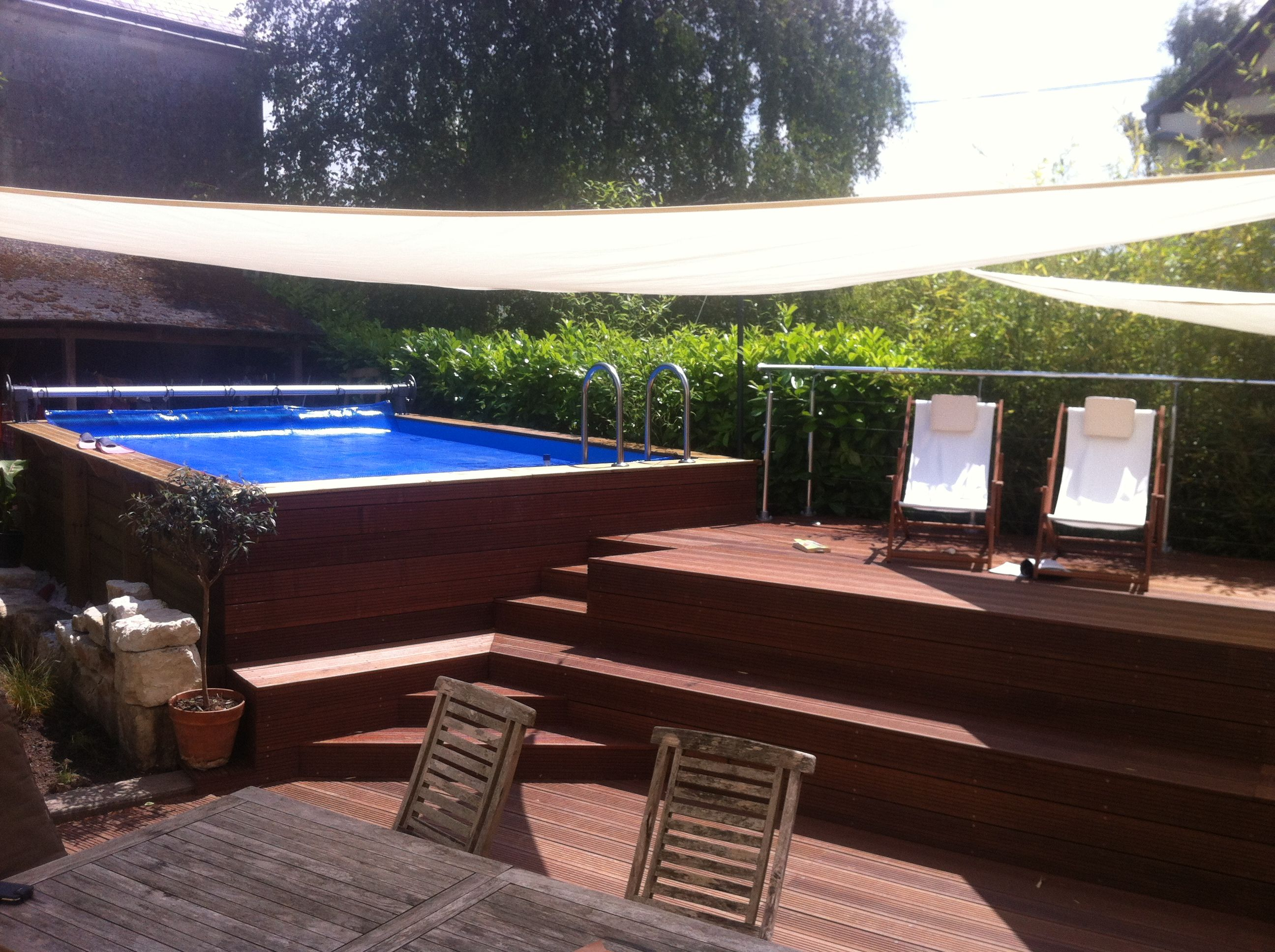 Piscine integree dans terrasse homeisu for Piscine bois 9x4
