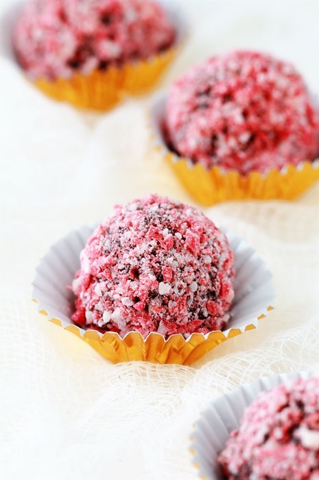 3 ingredient peppermint truffles....sounds yummy!