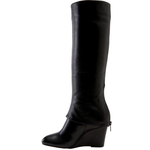 Steve Madden Black Maryn Zippered Boots Every girl needs a pair of go-to black leather boots. And Steve Madden always delivers. These Steven by Steve Madden boots feature a cuffed zippered wedge heel (unzips to allow you to slide your feet in). All leather and fully lined. Steven by Steve Madden pink logo on insoles. There are only some light minor scuffs on the toes that would polish out I believe. The greatest evidence of wear is on the heel, as would be expected. Still loads of life left…