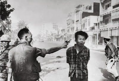 Saigon, febrero de1968 Nguyen Ngoc Loan, ejecuta a un supuesto guerrillero del Viet Cong.