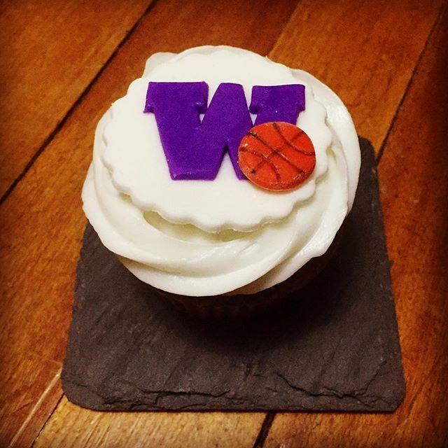 Custom @westernmustangs cupcakes for the @westernuniversity woman's basketball team