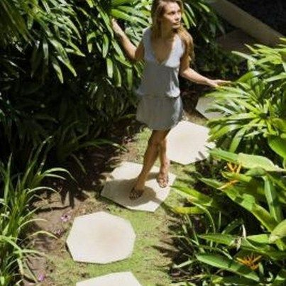 Stylish Stepping Stone Pathway Décor Ideas 39 - 99BESTDECOR #steppingstonespathway