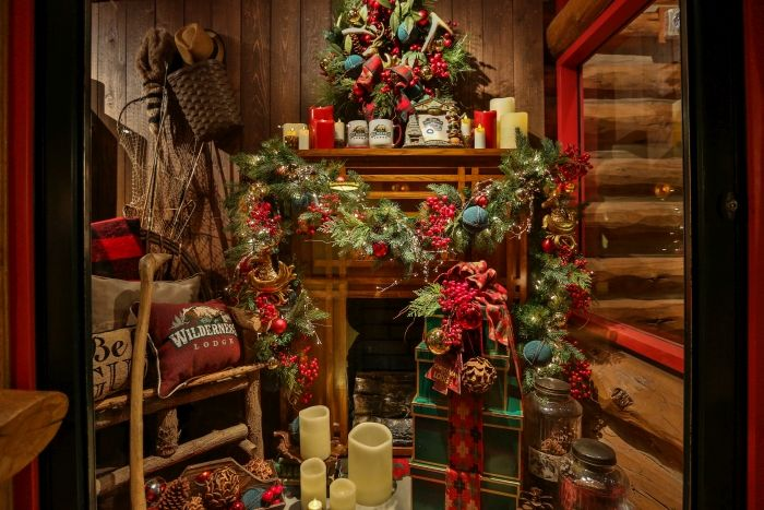 Christmas decorations at Wilderness Lodge, as well as an overview of ...
