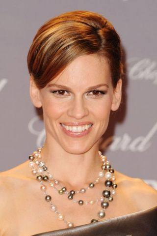 Hilary Swank in a Tahitian pearl and South Sea pearl combination necklace.