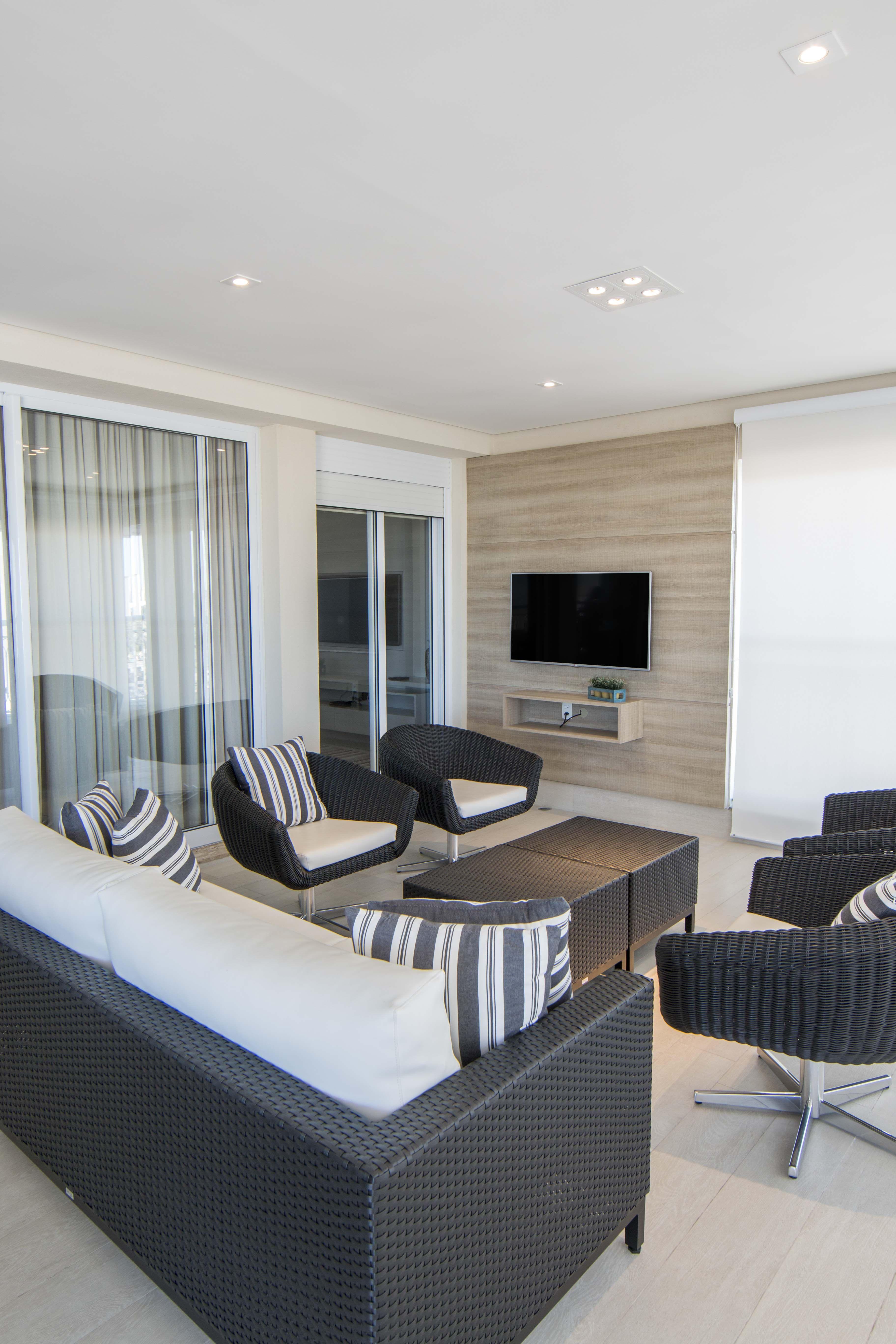 varanda gourmet com sala de tv inspira o de design para sua casa. Black Bedroom Furniture Sets. Home Design Ideas