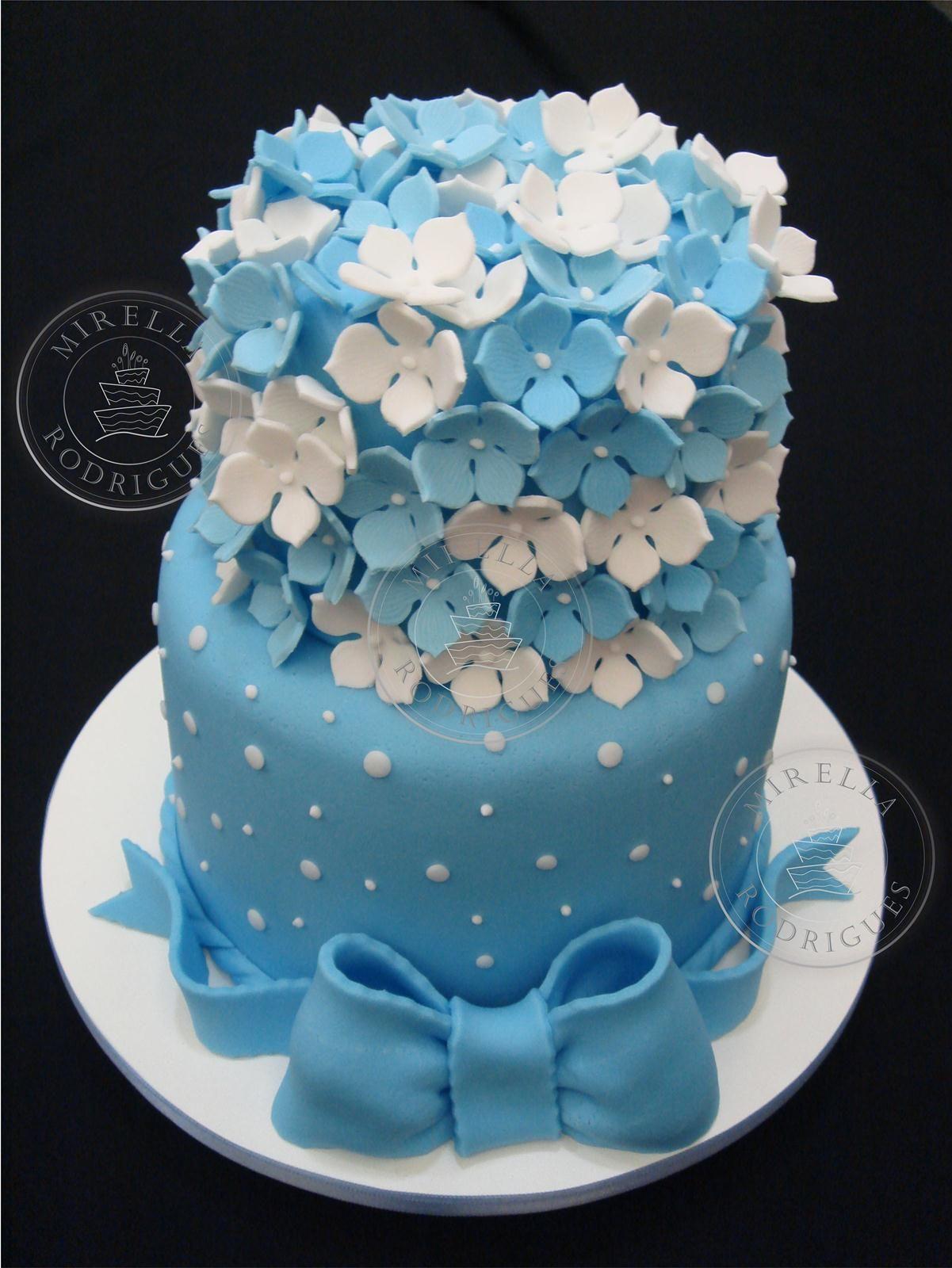 Bolo flores azuis e brancas bolo arranjo flores azuis Bolo barbie, Bolo e Decoraç u00e3o de bolo -> Decoração De Bolo Com Flor Natural