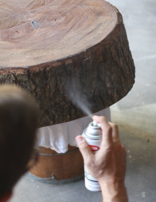 DIY Stump Table and how to preserve the bark on a tree stump  Great when  used for wedding materials you wish to keep afterwards. How to preserve the bark on a tree stump   DIY   Crafty Home Decor