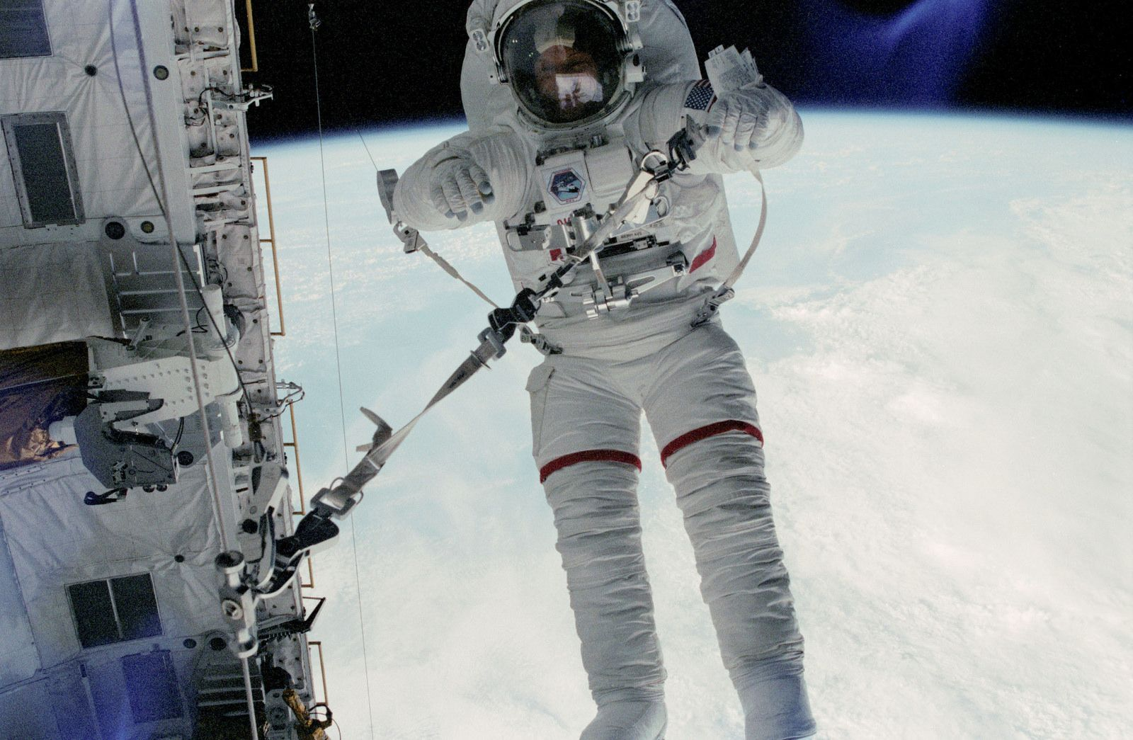 Story Musgrave EVA on STS6 Space shuttle, Story
