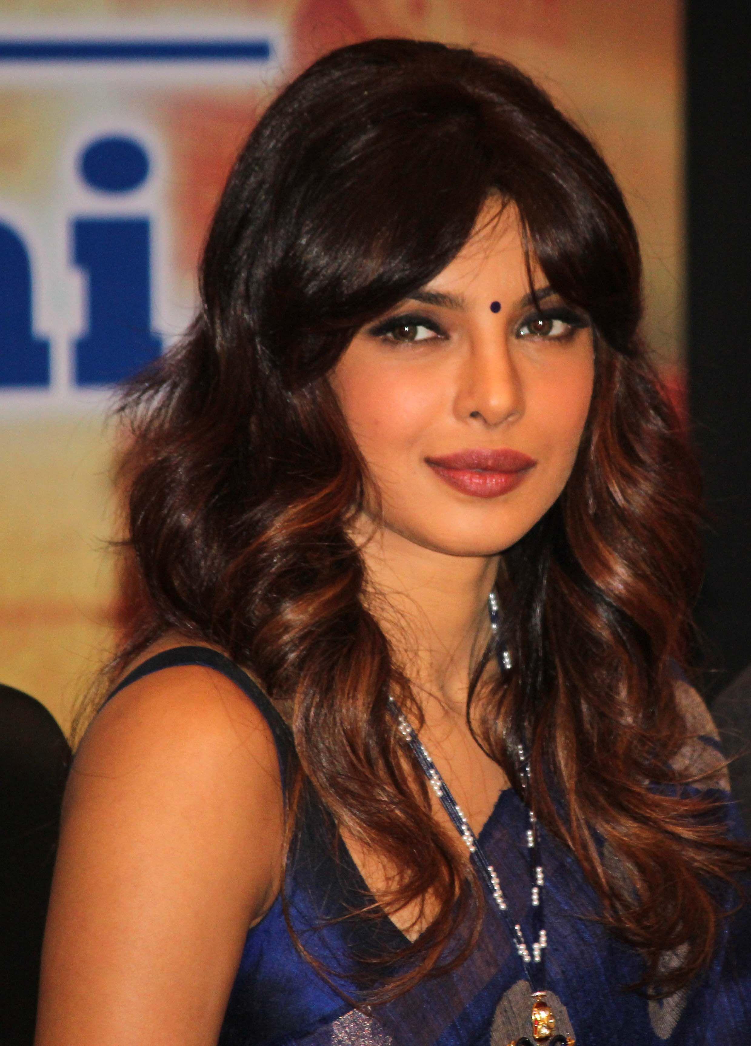 Priyanka Chopra | Priyanka chopra hot, Long hair styles ...