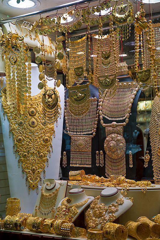Beautiful Gold Jewelry In Dubai Dubai Dubai Gold Jewelry Gold Jewelry Gold Souk