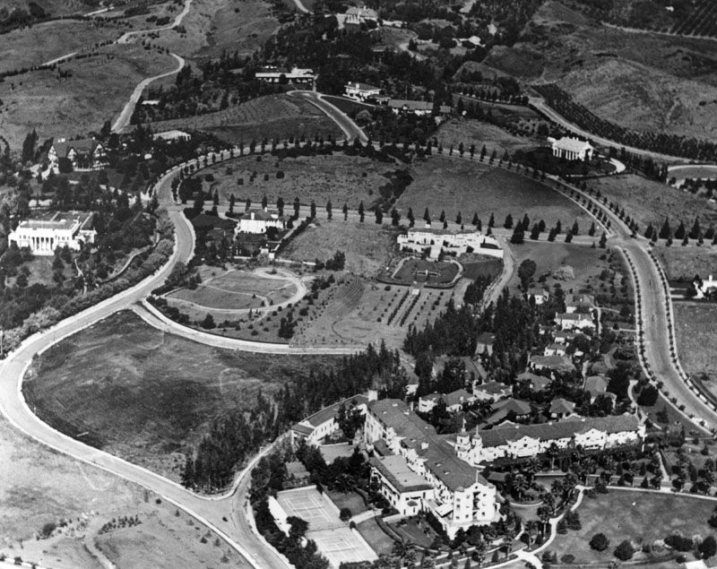1925 An aerial view of Beverly Hills, looking west from