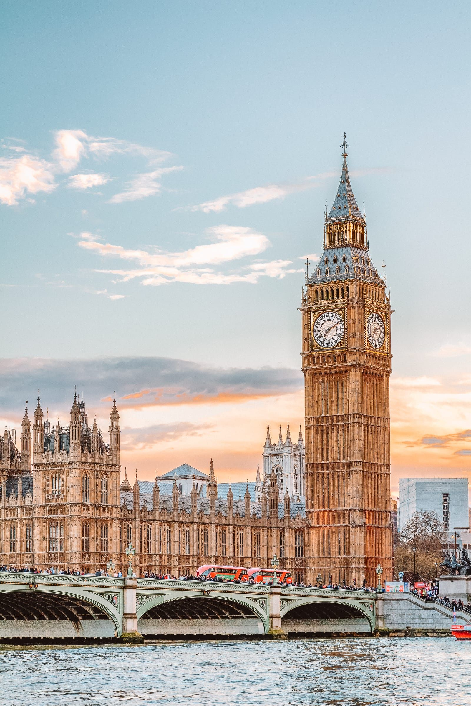 10 Beautiful Palaces In London You Have To Visit #travel #bigben #england @olivedxn