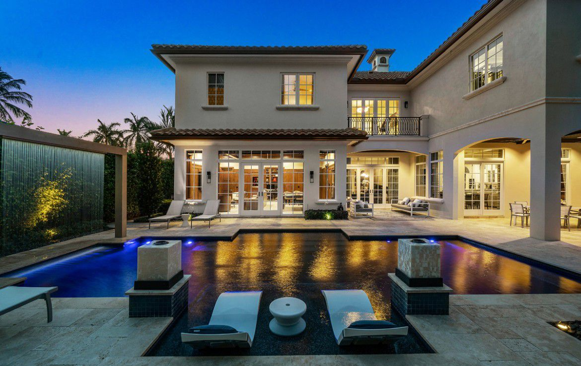 Boca Raton Home Offer Premium Features Listed For 4 5 Million In 2020 Luxury Exterior Traditional House Traditional Exterior