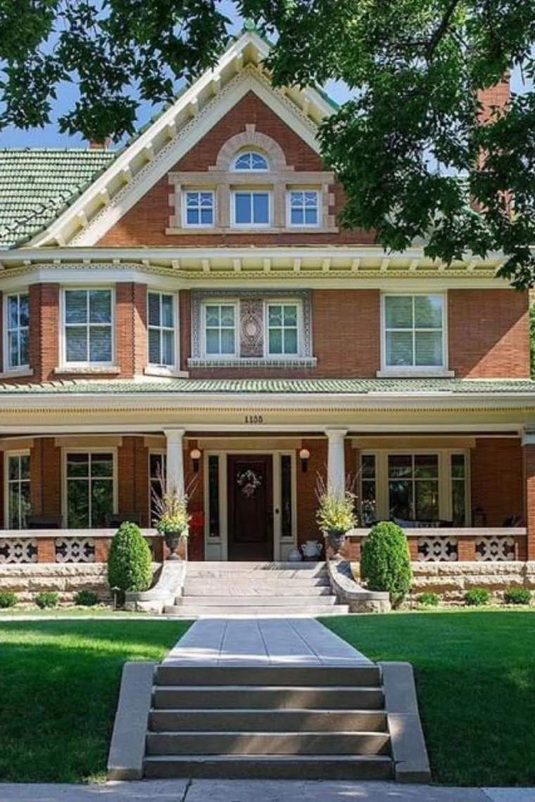 1909 Historic House For Sale In Saint Paul Minnesota Captivating Houses In 2020 Farmhouse Style House Plans Historic Homes House