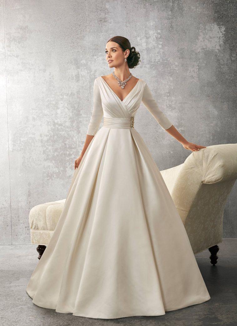 Brudekjole i satin med ærmer fashion pinterest satin