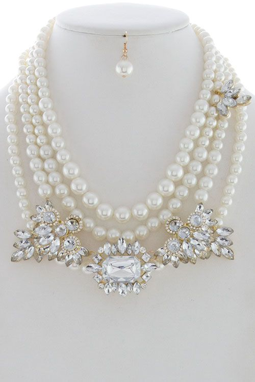 A twist to a pearl necklace.  Can we say gorgeous!!!!