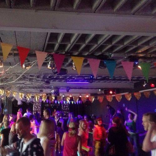3FM radio report & photos and article  Een feestje vóór je werk: de Morning Gloryville Fitnessrave!