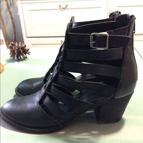 American Eagle cut out caged booties Worn once. True to size. Zippers to close in the back. Comfy! American Eagle Outfitters Shoes Ankle Boots & Booties