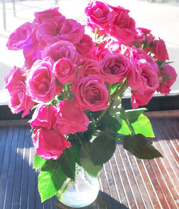 $40 shipped to your door! Aren't these beautiful? http://www.swellandstylish.com/2014/01/fresh-flowers-brighten-days.html #thebouqs #BOUQLOVE