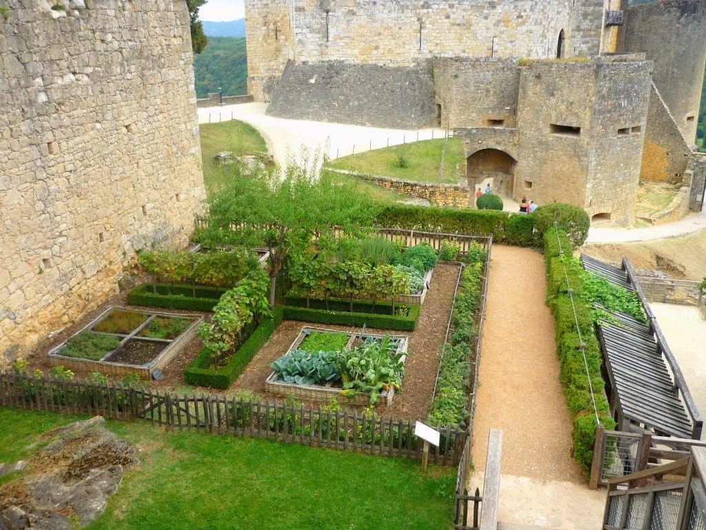 chateau print toile | Le jardin médiéval du château de ...