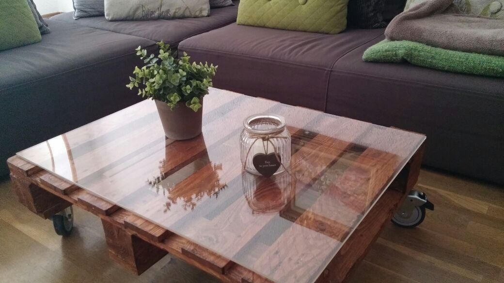 Reciclando palets para conseguir una estupenda mesa de - Mesa de palets bricolaje ...