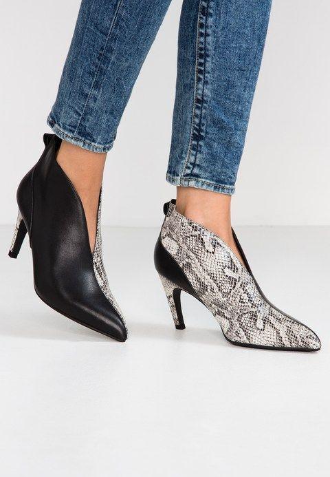 buy online 85574 a52fc VANESSA LOW CUT - Ankle boots - black @ Zalando.co.uk ...
