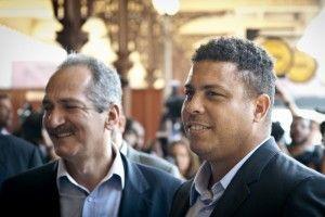O ministro dos esportes Aldo Rebelo, e o ex-jogador Ronaldo. Foto: Marcelo Camargo/ABr