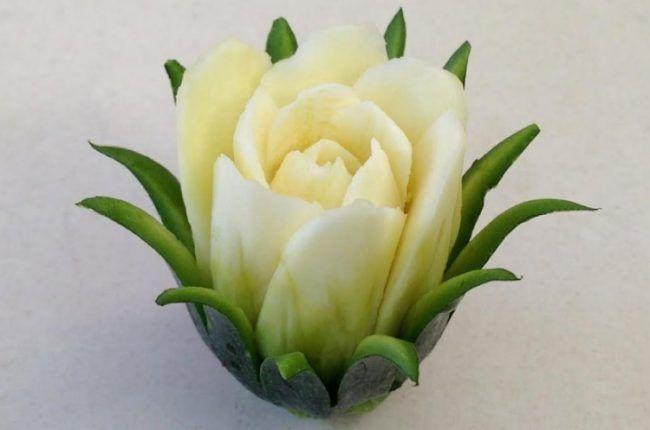 gemuese schnitzen zucchini rose selber machen deko f r 39 s buffet pinterest schnitzen. Black Bedroom Furniture Sets. Home Design Ideas