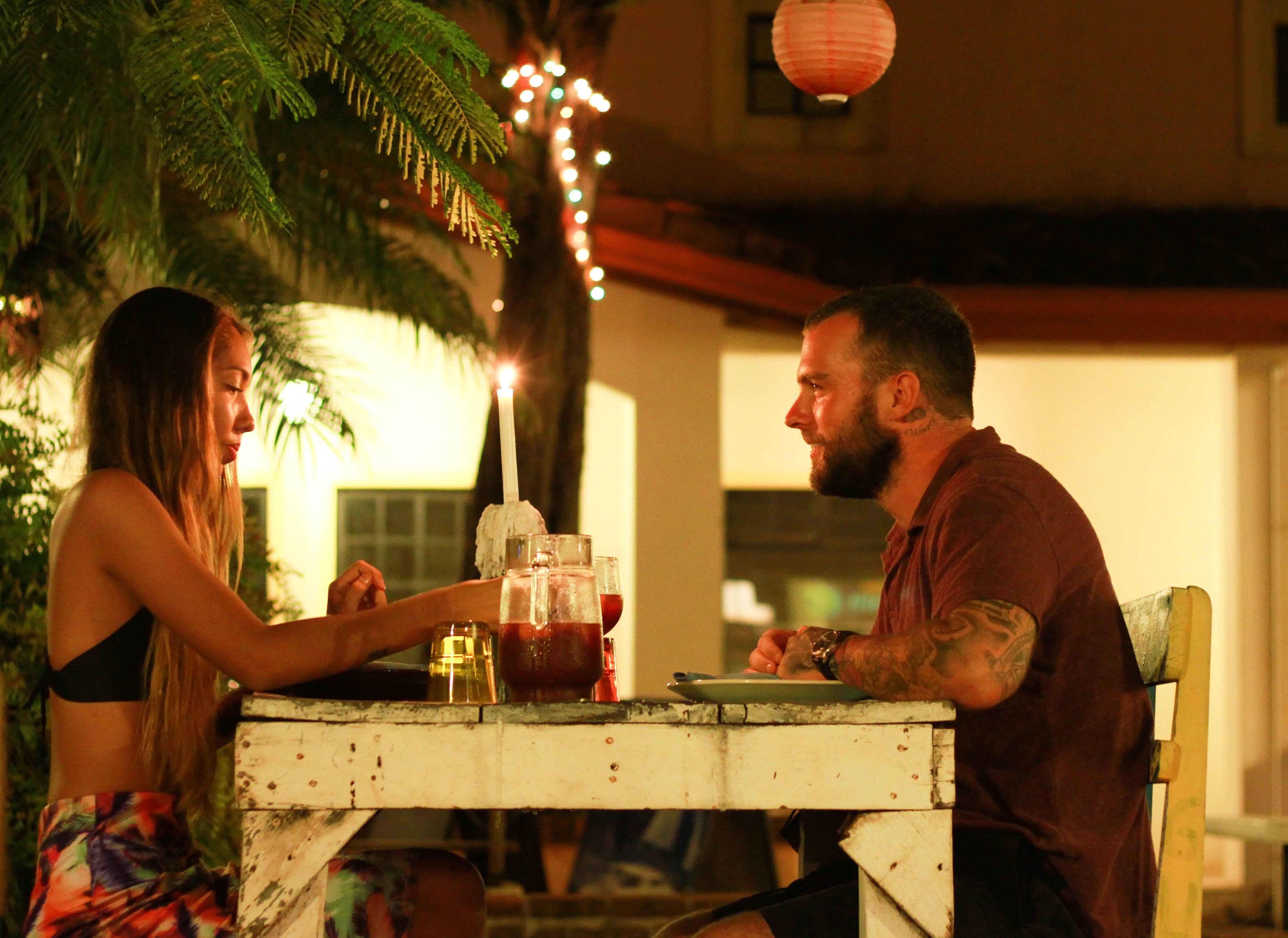"""Inclusive como estos TORTOLOS propietarios de restaurantes igualmente reconocidos le regalan frecuentemente un aire fresco y acogedor al """"Rinconcito Colorido"""""""
