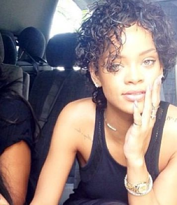 Pin By Dessarie Wilson On Short Natural Hairstyles Rihanna Natural Hair Rihanna Short Hair Short Curly Hair