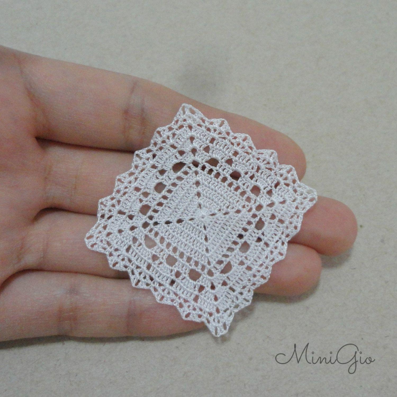 Miniature crochet square doily 1.6 inches dollhouse by MiniGio
