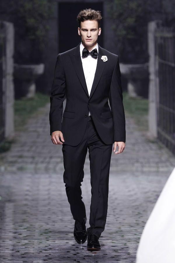 Traje de novio para una boda de etiqueta  Esmoquin de Victorio   Lucchino b7bbb91eae8