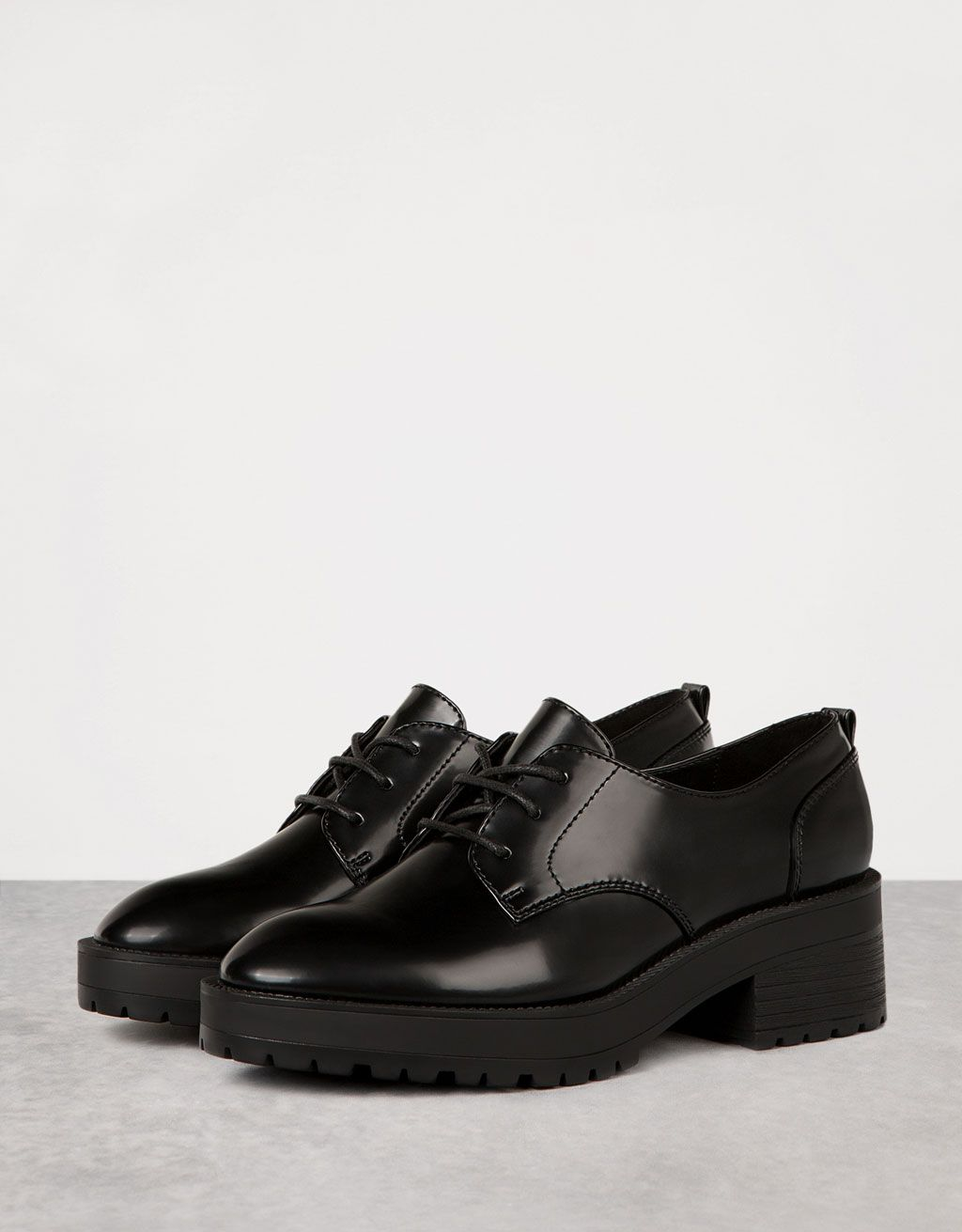 Zapato vestir tacón piso grueso acordonado - REBAJAS hasta -50% - Bershka  España de0cd0cbe4fa