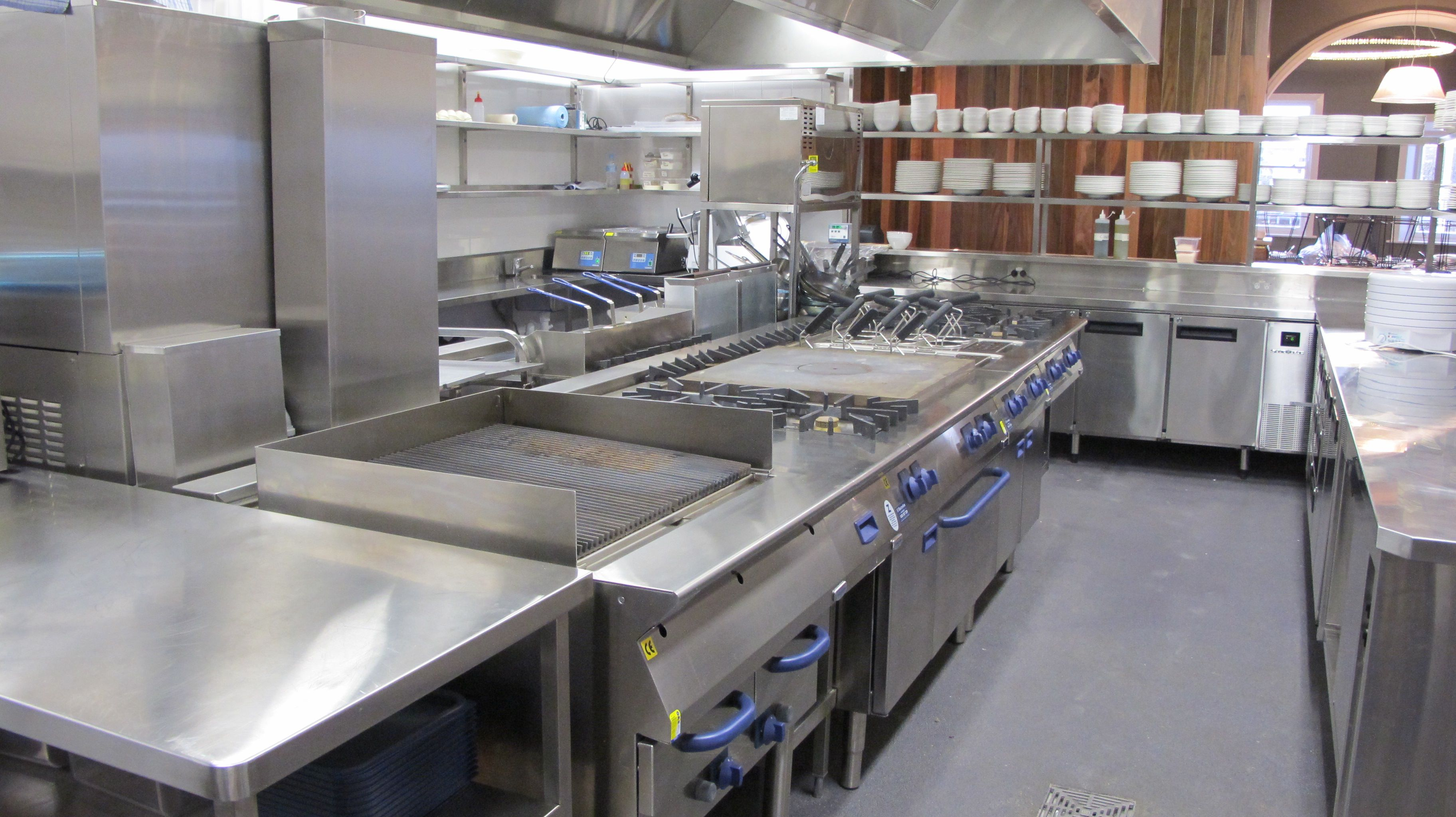 Commercial kitchen equipment manufacturers in delhi for Kitchen setup
