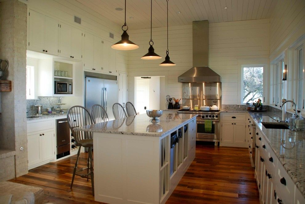 Kitchen pendant lighting ideas kitchen traditional with for Farmhouse pendant lighting kitchen