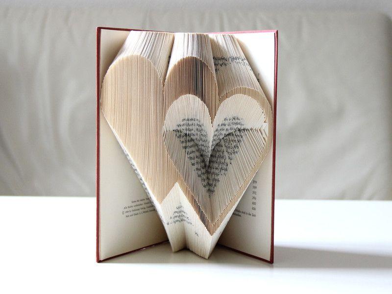 Deko Objekte Zwei Herzen Gefaltetes Buch Ein Designerstuck