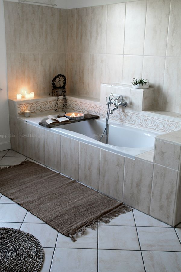 Wellnessoase Badezimmer, großzügiges Badezimmer mit großer Badewanne ...